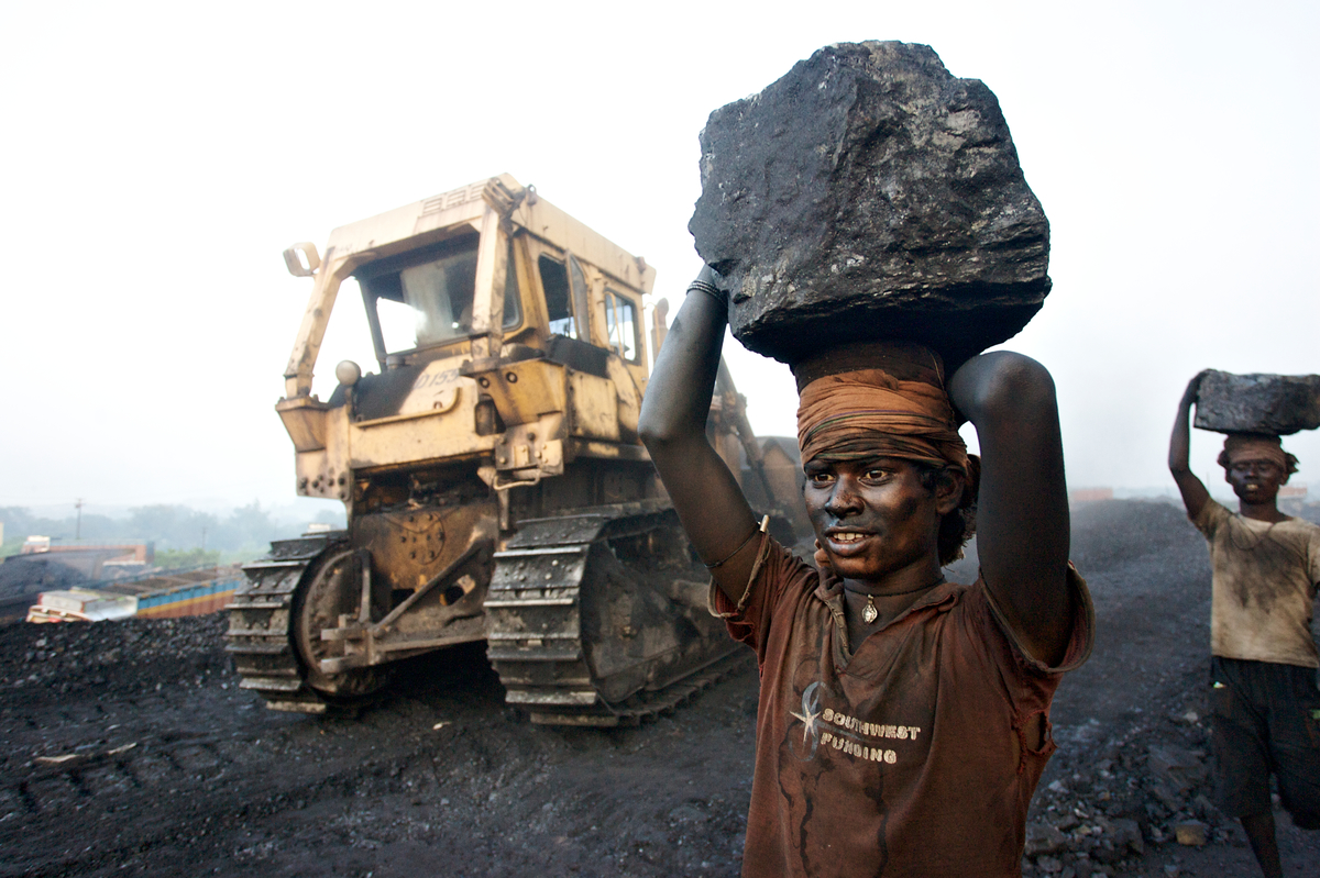 India building hundreds of coal power plants it doesn't need